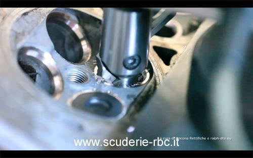 Rettifica sedi valvole di un motore a combustione interna